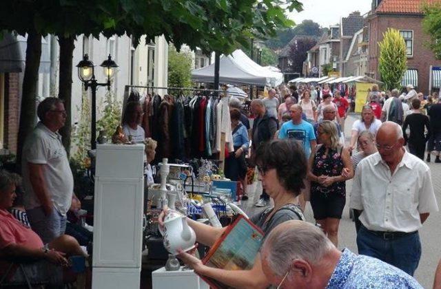 Overdekte kraam Rommelmarkt zaterdag 17 augustus